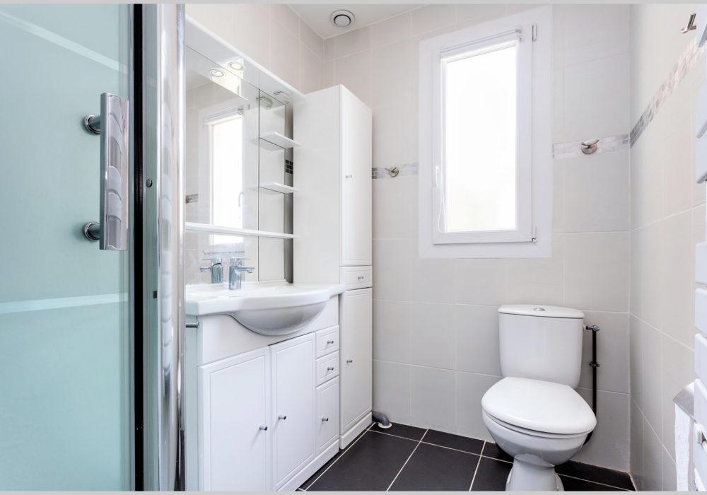 Photo  villa cassin montpellier salle de bains etage